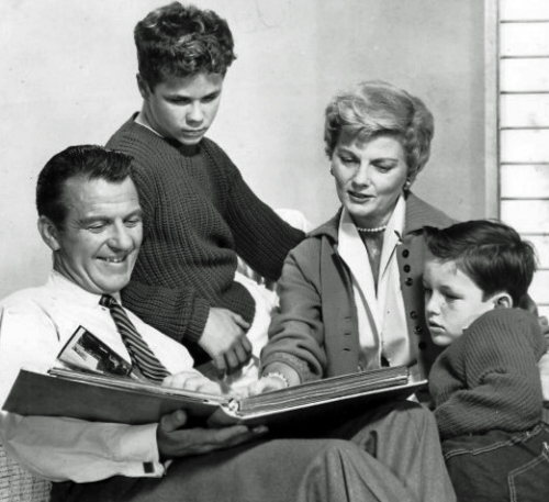 Cleaver_family_Leave_it_to_Beaver_1960